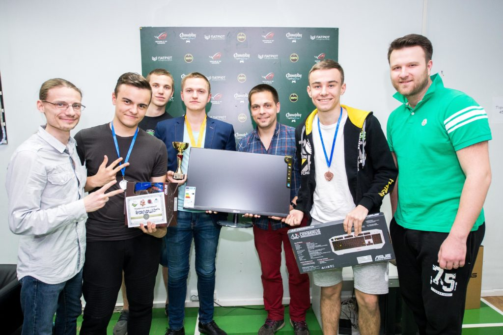 28 мая в клубе Gameplay состоялся турнир по FIFA17 – ASUS ROG. Организатором выступила Федерация Виртуального Футбола Украины, при поддержке ASUS.